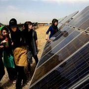 ایران-برای-آینده-ای-روشن-به-نیروگاه-خورشید-و-نور-خیره-شده-است