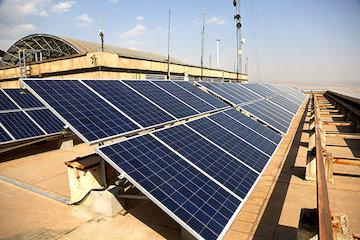 نیروگاه برق خورشیدی مستقر در بام برج دادمان وزارت راه و شهرسازی