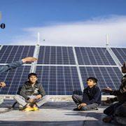 روستاییان با پنل خورشیدی برق تولید میکنند
