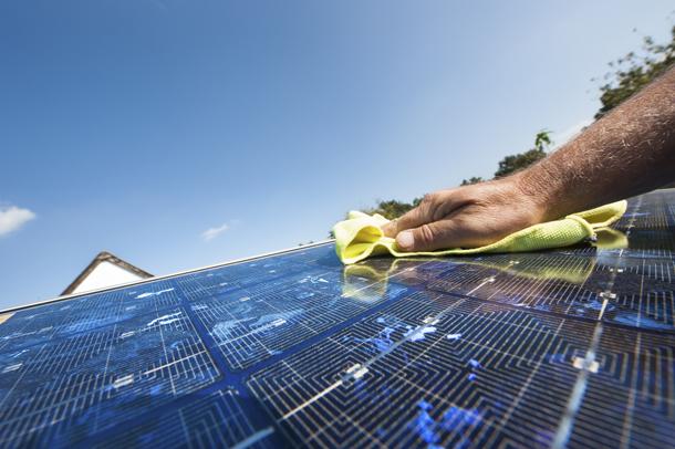 تعمیر و نگهداری بسیار کم از پنل خورشیدی